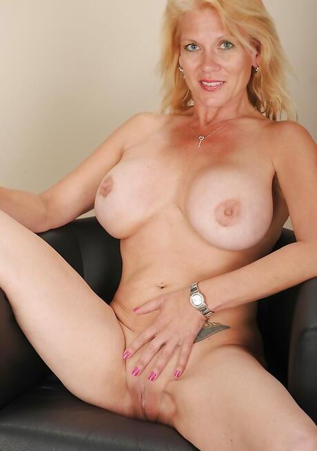 Blonde Mature Pussy Photos