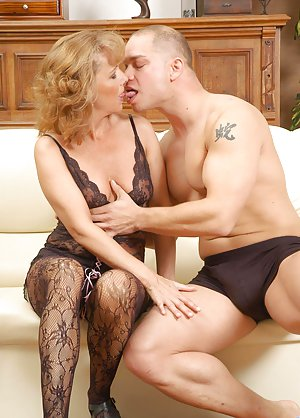 Mature Kiss Photos