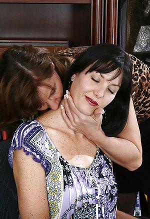 Mature Lesbian Pussy Photos