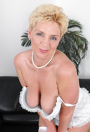 Blonde Mature Pussy Photos