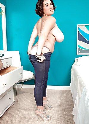 Mature Yoga Pants Photos