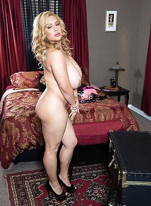 Big Boobs Photos